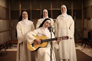 Sistersmile01